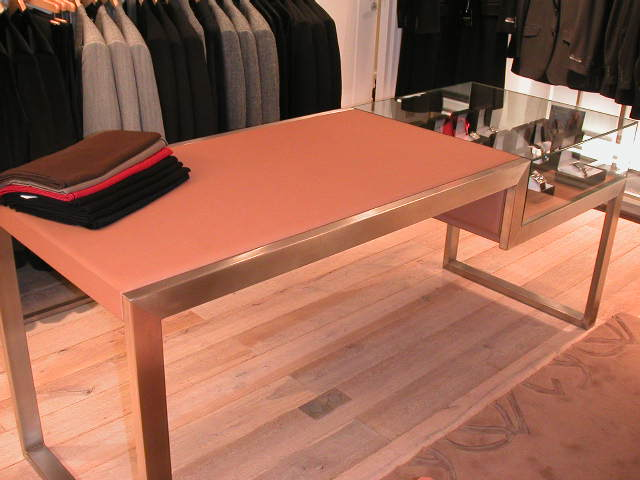 table en cuir